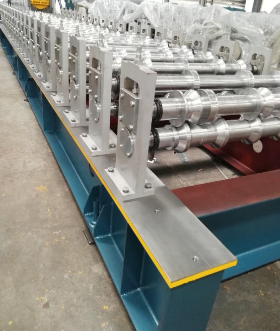 Zhongyuan Metal R101 Lamina Roof Panel Roll Forming Machine 5